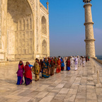 Touristen beim Taj Mahal
