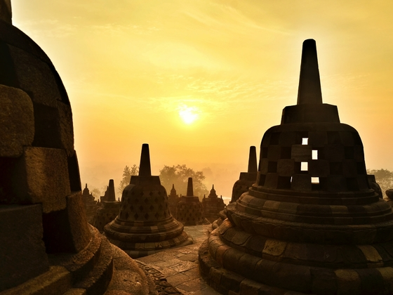 Sonnenaufgang in Borobudur (Java, Indonesien)