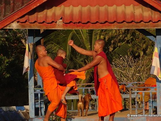 15-02-05-houayxai-vat chome khaou manirath-090