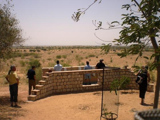 offene Herren-Toilette in der Wüste von Rajasthan